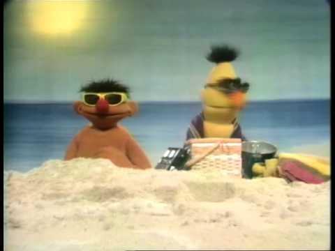 Bert en Ernie ~ Op het strand 5